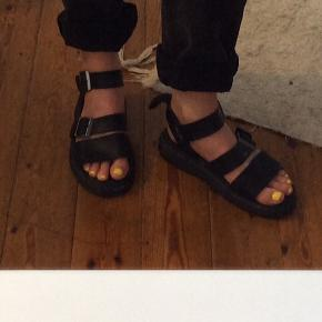 Chunky Gryphon sandal fra Dr. Martens i uk size 6.  Sål er fin og læderet også (dog brugt (og derfor blødt :) )).