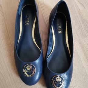 Ralph Lauren ballerina sko i mørkeblå.  Brugt én gang. Str 38