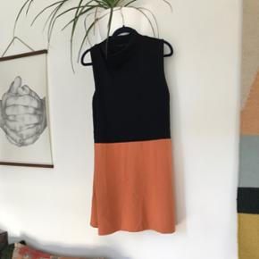 Smuk COS kjol, fremstår næsten som ny. Str. M