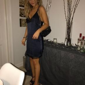 Super smuk kjole fra revovle/lucy Paris, købt for 1500 kr  Str m