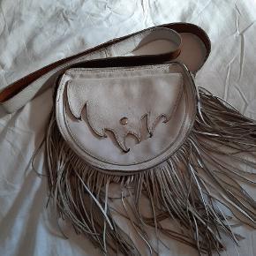 Vintage lædertaske med frynser, god plads og med flere rum.
