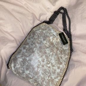 Helt ny kæde taske fra Veraldo nypris var 499kr. Sælges derfor for 300kr.