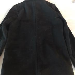 Smuk og klassisk sort uldblazer fra Little remix. str 12 år. brugt få gange