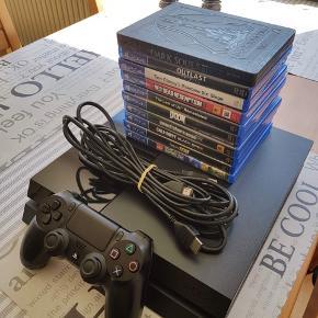 PlayStation 4 1TB  Der medfølger alt på billedet:  • PS4 • Controller • Kabler • 10 spil  Kvittering haves ikke grundet flytning.