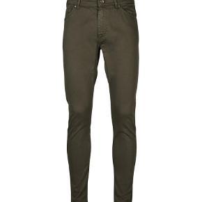 """Varetype: Fede bukser Størrelse: 31/32"""" Farve: Army Oprindelig købspris: 1000 kr.  Lækre bukser fra Tiger of Sweden. Model Evolve."""