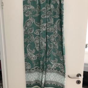 Vasket to gange.  Se også matchende bluse, som jeg har til salg.