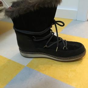 Lækre Tommy Hilfiger vinterstøvler med kunstigt pelsfor. Brugt 2 gange. Nypris 1200 kr