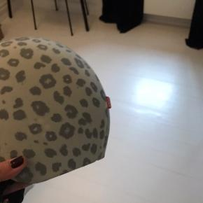 Brugt få gange egg helmet str medium 52-56 cm