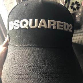 Dsquared2 cap, passet rigtig godt på, fejler intet.
