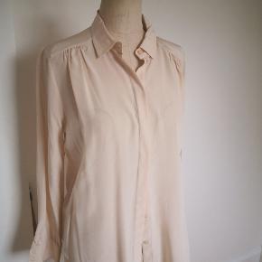Silke skjorte str 38, råhvid fra HM.