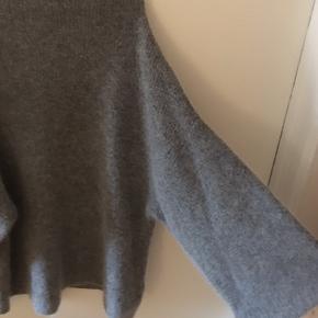 Oversize mohair/uld blandingsstrik  Blød og med store ærmer    Kan afhentes i Aarhus alternativt betalter køber fragt