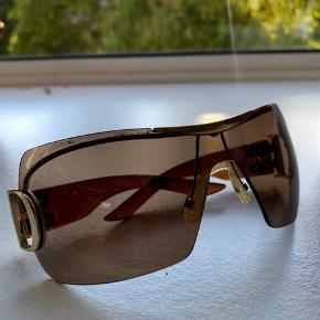 TILBUD GÆLDER KUN I DAG God stand, brugt få gange. Kan desværre ikke finde brillens etui eller kvitteringen på dem, da de er købt for mange år siden. Derfor den billige pris  De er 100% ægte med kode i brillen  🌸😎☀️🎉