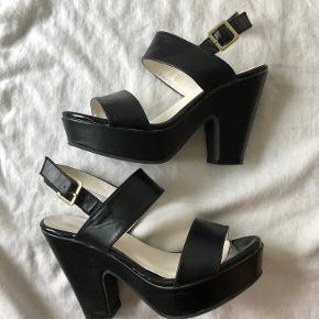 Fin hæl fra mærket Angelato. Kun brugt 3 gange, meget behagelige hæle.  Kom med et bud (: