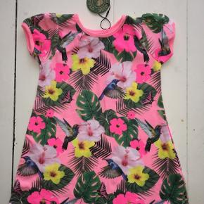 Ny 92 økologisk kjole blomstrede fugle blade  lyserød punk grøn blå gul med prismærke