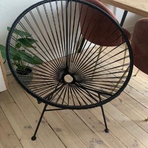Sælger denne læne/havestol med snore. Den har været anvendt minimalt, da stolen har stået i et hyggehjørne. Stolen fremstår som ny.  Nypris 1200 kr