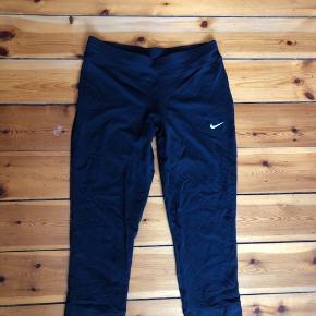 Sportstight i str s fra Nike i sort Brugt ca 10 gange