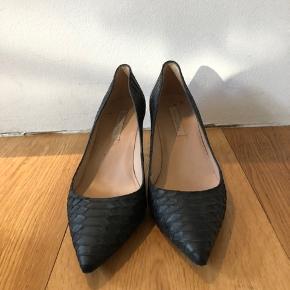 Slangeskinds sko fra Pura Lopez.