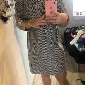 Brugt en gang  Off shoulder kjole