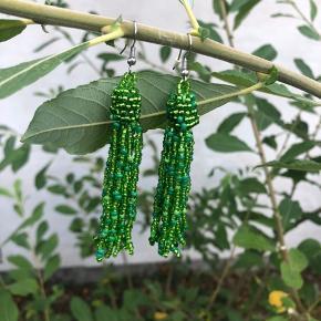Fine grønne perleøreringe  Brugt 1 gang Byd gerne