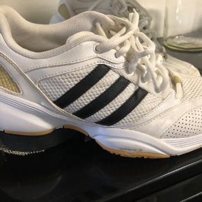 Fine Adidas sko str 38 2/3 ( små i str )