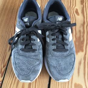 New Balance sneakers i mørk grå (muldvarpfarvet) i ruskind