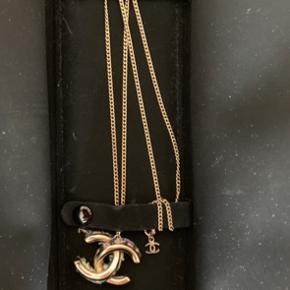 Lækker reversible Chanel halskæde  Koster som ny 5500-6000, kan ikke huske præcist Boks og dustbag er med  Ægte guld