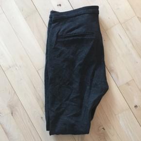 Inwear mørkegrå habitbukser i stretch stof sælges 😊De er en str. 38 👍 Nypris var ca. 900 kr., og de er brugt sparsomt, men vælger at sælge til halv pris 👍