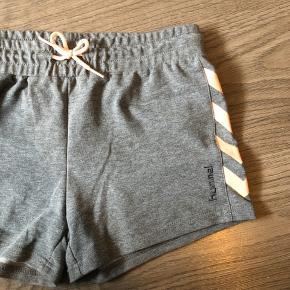Aldrig brugt!! Super lækre Hummel shorts:) Str. 164