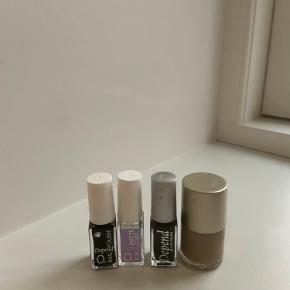 De to neglelak til højre er kun brugt én gang. Mens de to til højre er godt brugte. I farverne sort, beige/brun og en matte top coat. Sælges samlet
