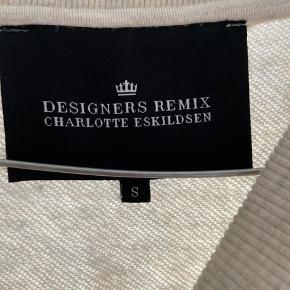 Lækker sweatshirt fra Designerens remix