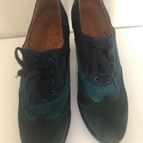 Fed sko i blå nuancer. Brugt et par timer, er som ny.