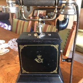 Antik telefon fra 1920. Fra det danske postvæsen.   Giv bud. Skal afhentes i Åbøl.