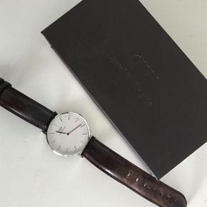 Sælger mit Daniel Wellington ur, da jeg ikke får brugt det nok. Uret er forholdvis nyt og kun brugt få gange, nypris er 1.095 :-) Byd gerne