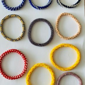 Hæklet perlearmbånd med Miyuki Seed Beads perler str 11, ca one sixe str, 80kr incl porto, b-brev, betales via mobilp