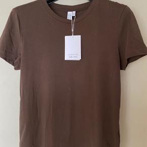 Lækker T-Shirt i en lækker bomuldskvalitet. Str. Medium/40.