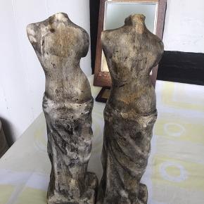 100kr samlet 2 små statuer VENUS materialet er gips Højde 30 cm