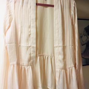 Super sød cardigan/kimono med guld tråd 🧚♀️