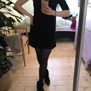Kort kjole fra Malene Birger med kun et ærme :)