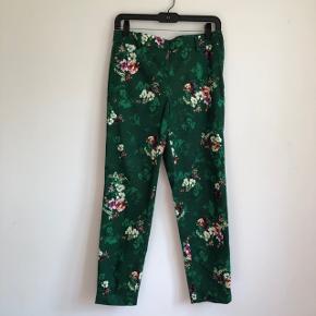 💐 Seje bukser med fedt print  💐 Aldrig brugt, kun prøvet på - fremstår derfor som ny