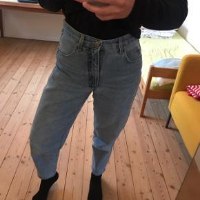Vintage jeans købt i PRAG på Vesterbrogade, Kbh. Pæn stand. Passer en M. Sendes med DAO :-)