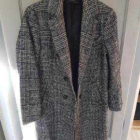 Frakke fra Zara Basic Størrelse