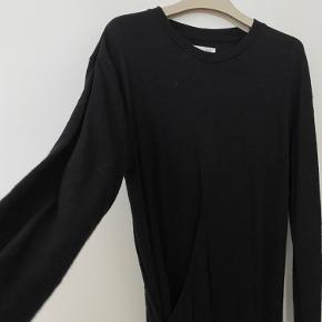 Super fin kjole med uld, brugt men stadig i fin stand. OBS Er blevet nulret grundet brug og materialet.