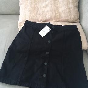 Sort denim nederdel fra Global Funk 😊  Stadig med tags.