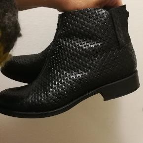 Fine bianco læder støvler i str 39 med flet