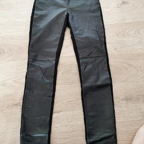 Fede skinny læder pant med skind foran og strækstof bagers. Str 38