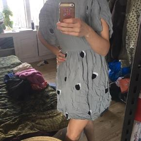 Fin kjole med åben ryg 💕 skal stryges derfor den lave pris