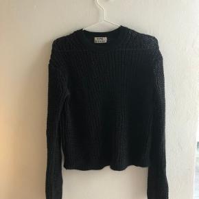 Flot acne sweater med cashmere kanter Skriv for flere billeder eller spørgsmål ;-)