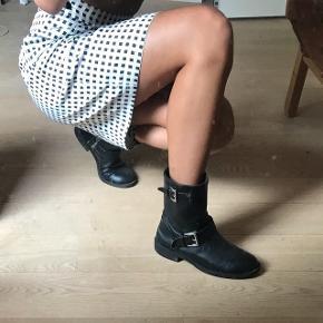 Støvler fra h&m. Brugt en efterårssæson men i fin stand!  #blackfriday