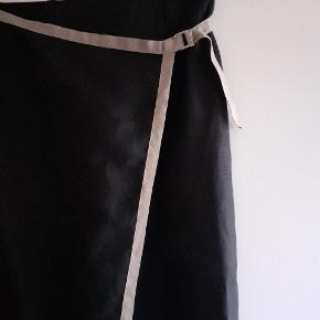 Ikke en slå om nederdel, al.indelig nederdel med ekstra forstykke.