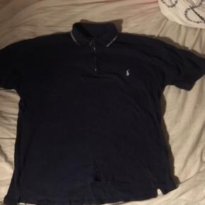 Old school polo shirt fra Ralph Lauren med lynlås. Sælger ud, mængderabat gives. Kan mødes kbh eller sende.